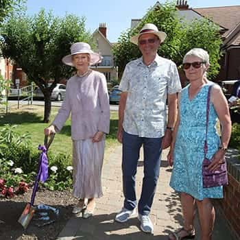 HRH%20Princess%20Alexandra%20with%20Brian%20and%20Gill%20Love%20-%20members%20of%20the%20Bishopstoke%20Park%20Gardening%20Society-350_0.jpg