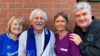 Heyberry House care home organise for former everton footballers to visit fan