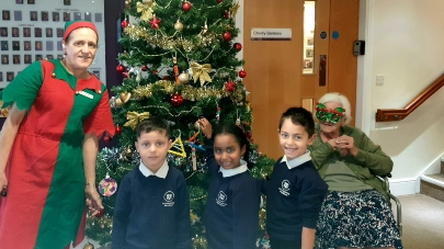 Year one schoolchildren switch on lights at Berkeley Court care home