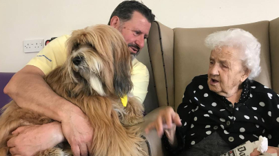 Pets As Therapy visits The Ridings care home