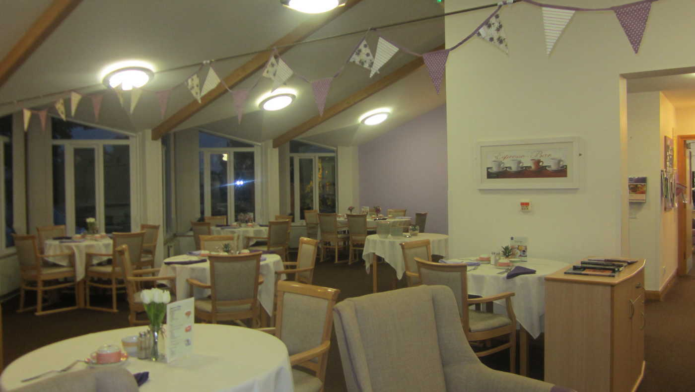 Dawson Lodge - Dining
