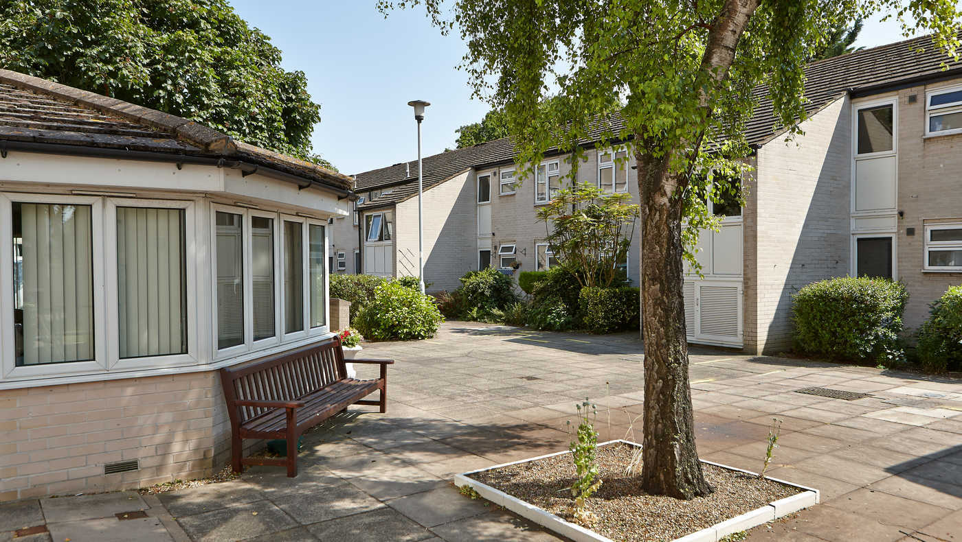 Bowes Lyon Close